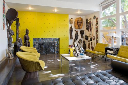 Ruang tamu bertema etnis dengan ornamen serba etnik