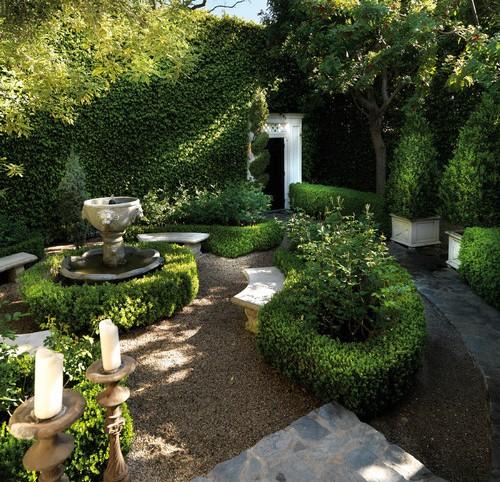 Taman minimalis bernuansa tradisional dengan tanaman hias