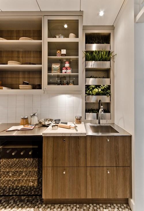 Taman vertikal minimalis di dapur