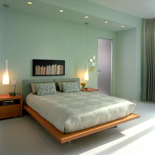 Warna lembut dan furniture simple menjadi ciri khas kamar tidur minimalis