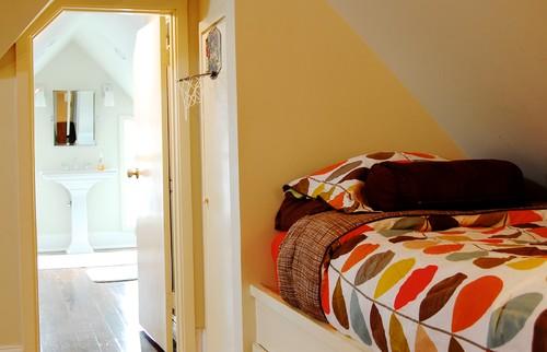 Desain kamar tidur utama bernuansa eklektik