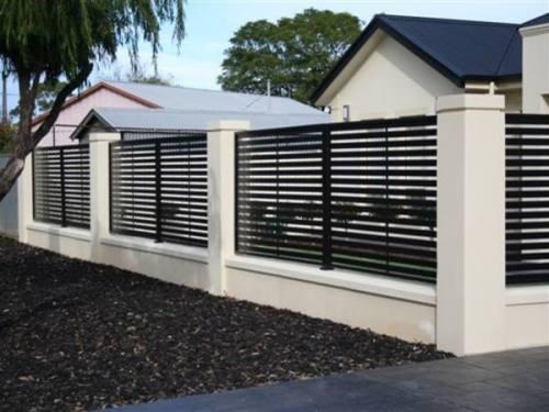 Desain pagar rumah minimalis 2014 berwarna puti-hitam