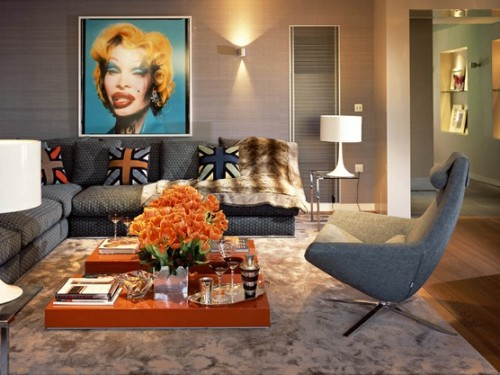 Gambar ruang tamu minimalis modern dengan lukisan ala 60-an