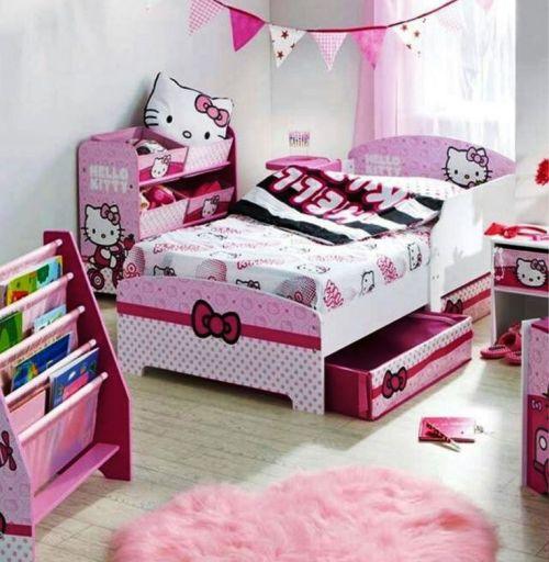 Kamar tidur anak perempuan dengan furniture bertema Hello Kitty