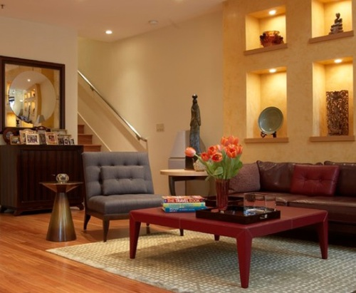 Ruang tamu minimalis dengan dekorasi etnis