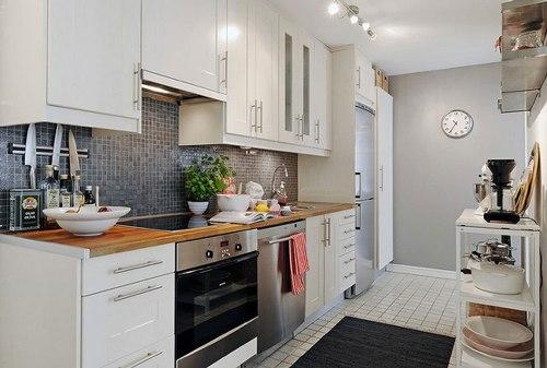 dapur rumah minimalis dengan luasan terbatas namun terkesan lapang