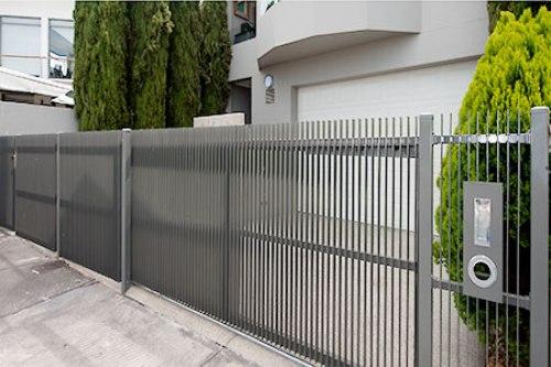 gambar pagar rumah minimalis terbaru model vertikal