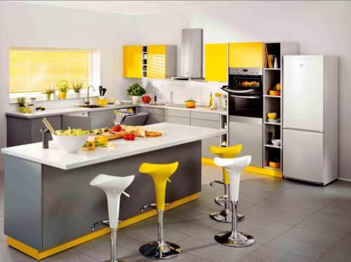 Dapur Minimalis Bernuansa Sitrus dengan dominasi warna kuning