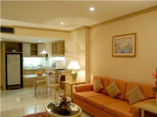 Desain Interior Rumah Mungil lapang dengan furnitur simple