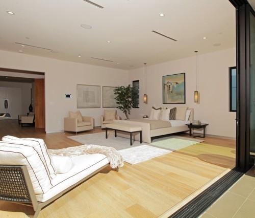 Interior dengan tema simple dan lapang