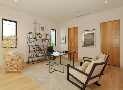 Interior sederhana namun elegan dengan dominasi putih