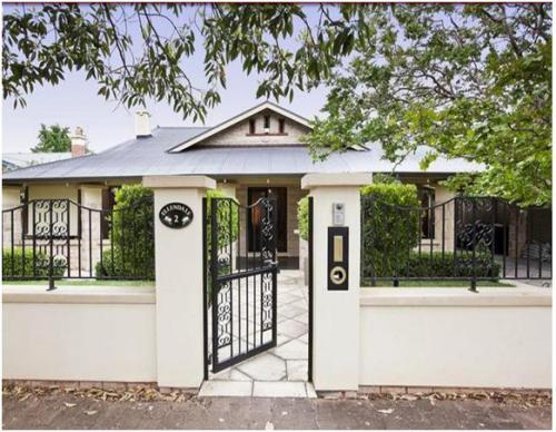 Model pagar besi minimalis untuk rumah sederhana 1 lantai