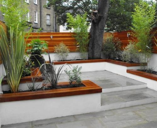 Model pagar kayu minimalis modern untuk taman belakang rumah