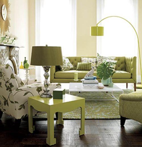 Ruang tamu minimalis dengan sentuhan warna lembut