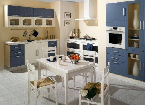 Interior Dapur mungil praktis menyatu dengan ruang makan