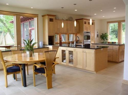 Interior dapur menyatu dengan ruang makan