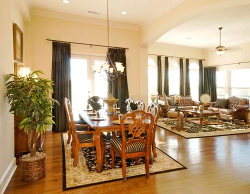 Karpet menjadi pembeda fungsi ruang di rumah kecil minimalis