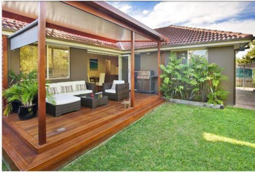 contoh rumah minimalis modern dengan decking
