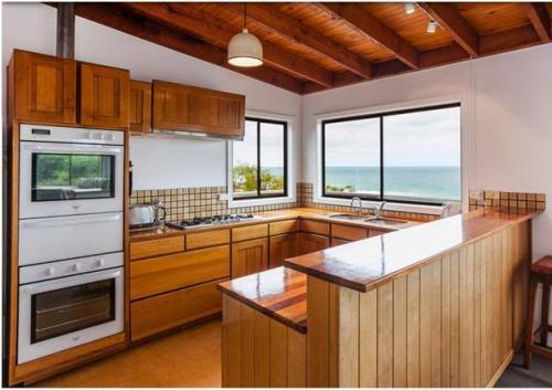 gambar dapur minimalis open plan untuk sirkulasi cahaya dan udara