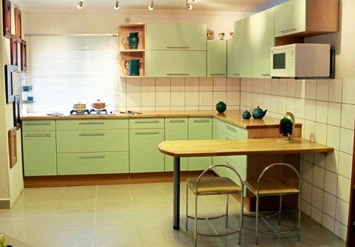 Interior Dapur Mungil Terasa Lapang Dengan Cat Lembut