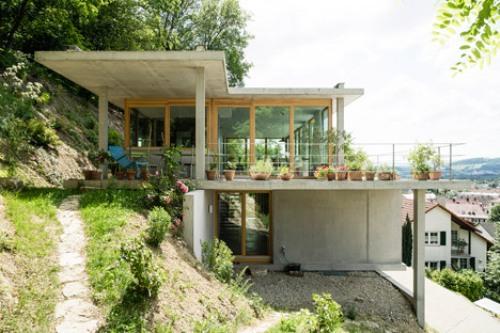 Contoh manipulasi model rumah 2 lantai di lahan miring