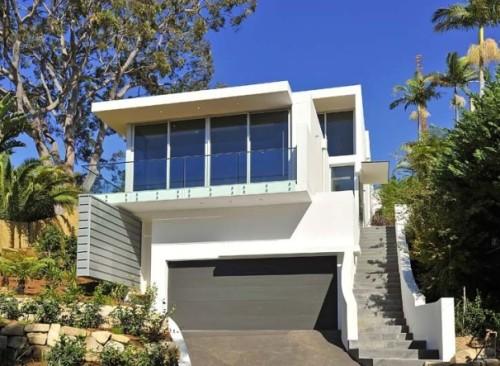 Model rumah minimalis 2 lantai hillside