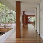 Teras Rumah Minimalis dengan Material Kayu
