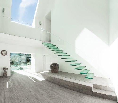 Model tangga kaca minimalis