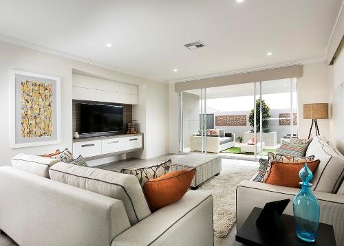 Ruang tamu sederhana dengan konsep terbuka