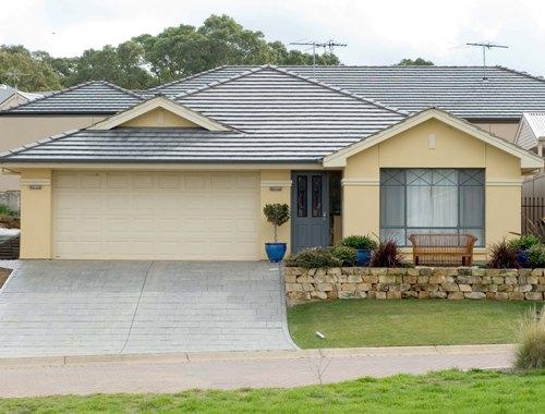 Bentuk rumah minimalis sederhana tampak depan - Houseandland