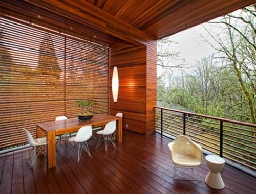 Balkon sebagai ruang makan terbuka - Homemydesign & Minimalis Sederhana 2 Lantai dengan Balkon Kayu