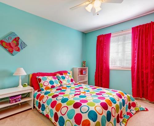 warna cat rumah minimalis suana ceria di kamar si kecil