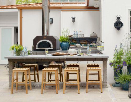Dapur outdoor berukuran kecil di belakang rumah - Housebeautiful