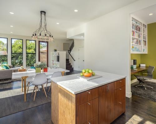 Plafon dapur minimalis dengan lampu unik - Shutterstock