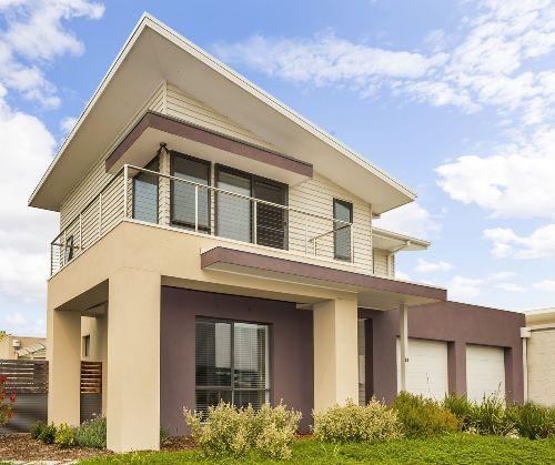Rumah 2 lantai dengan atap skillion dan atap datar - Agentaccount