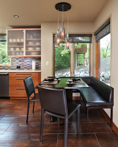 Breakfast corner dengan panel jendela besar -Coffeezio