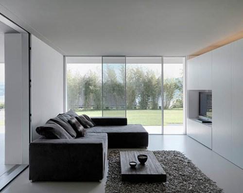 Contoh ruang keluarga transparan dengan panel kaca - Decoist