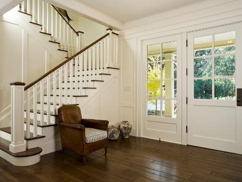 Desain lantai 1 rumah mewah dengan lantai parket - Shutterstock