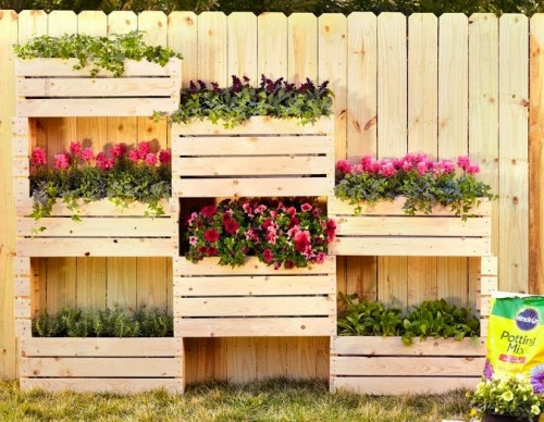Desain planter vertikal berbahan kayu - Chiclittlehouse