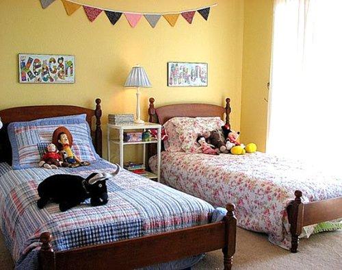 Kamar anak bernuansa netral dengan bedding - decoist