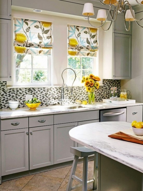 Dapur bertema retro dengan tirai floral - Akitchengallery