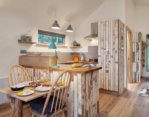 Dapur tradisional dengan furniture kayu model usang - Bpromax7