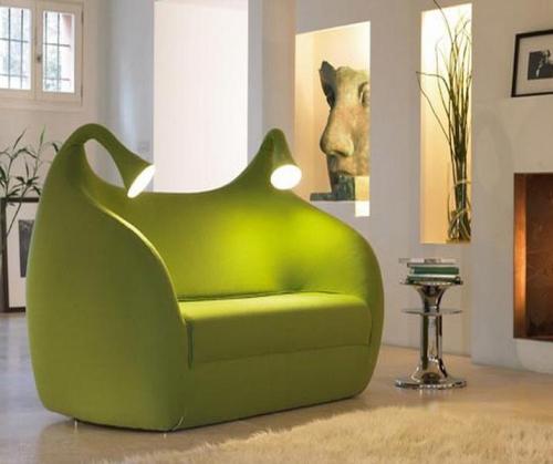 Sofa unik dengan lampu hias - Homedesignbee