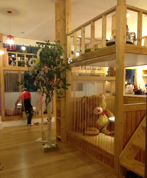 Interior Noriter Cafe bernuansa kayu - Iluvcebu