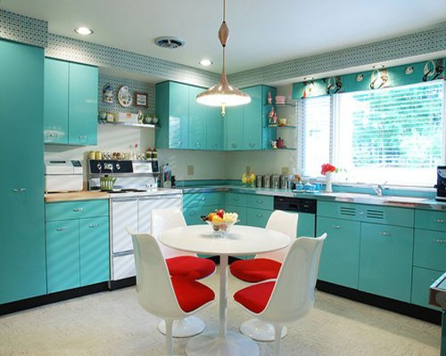 Interior dapur dengan kitchen set toska - Seekayem