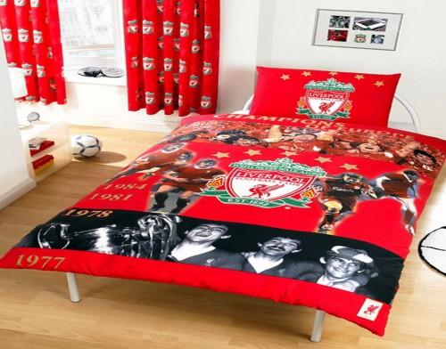 Contoh kamar tidur remaja putra bertema Liverpool (Baume)