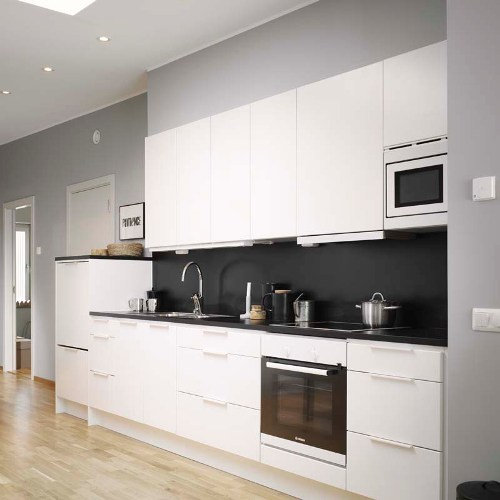 Desain dapur mini terbuka bernuansa hitam putih (Decordots)