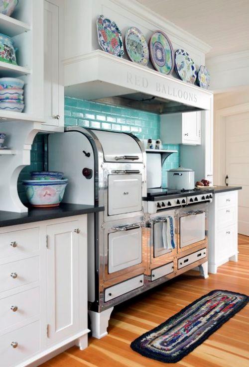 Interior dapur shabby chic dengan perabot unik - (Purehome - Pinterest)