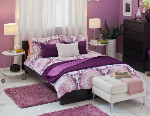 Kamar tidur romantis dengan paduan pink dan ungu (Oepark)