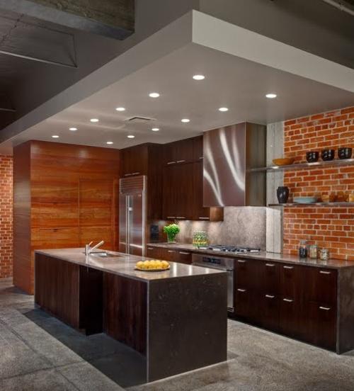 Dapur kecil modern dengan bata ekspose (Rilane)